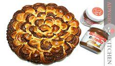 Cozonac floare cu nutella si nuca | Adygio Kitchen Romanian Food, Romanian Recipes, No Cook Desserts, Nutella, Sausage, French Toast, Caramel, Muffin, Sweets