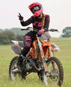 Motocross Couple, Motocross Love, Motocross Girls, Enduro Motocross, Dirt Bike Riding Gear, Dirt Biking, Dirtbike Memes, Bike Pic, Ktm