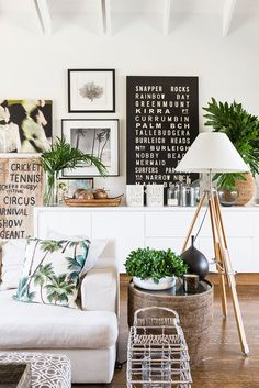 Interior Summer inspiration, love that jungle sober look! Small touch of palm tree