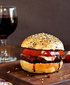 The Shiraz Burger Beef Burger Patty Recipe, Hamburger Recipes, Ground Beef Recipes, Bacon Wrapped Burger, Butter Burgers, Wine Flavors, Herb Butter, Meals In A Jar, Grilling Recipes