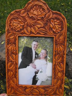 Hand Tooled Leather Rose Picture Frame by JPsLeather on Etsy.I like the shape of the frame as well as the tooling pattern Leather Engraving, Leather Carving, Leather Art, Tooled Leather, Leather Tooling, Leather Book Covers, Leather Working Patterns, Wood Carving Designs, Leather Pattern