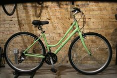 The casual commute meets necessary comfort in the #Raleigh Detour 2 Step Thru #hybrid #bike. Whether you are riding 10 miles roundtrip to work or joining friends for happy hour, the #Detour 2 will get you there swiftly and efficiently.