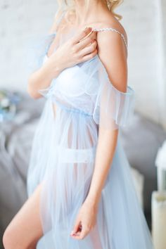 """Будуарное платье """"Serenity"""". Обнаженные плечи - это очень красиво и женственно, а рукава в виде """"крылышек"""" подчеркнет их красоту еще больше! Мягкий еврофатин, отделка волнистой тесьмой и чешскими бусинами цвета serenity."""