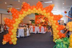 Lion King birthday party balloon decoration