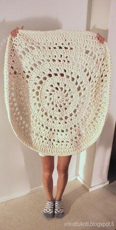 Crochet Doily Rug, Crochet Flowers, Knit Crochet, Crochet Flower Tutorial, Hand Embroidery, Mom, Knitting, Crochet Rug Patterns, Farmhouse Rugs
