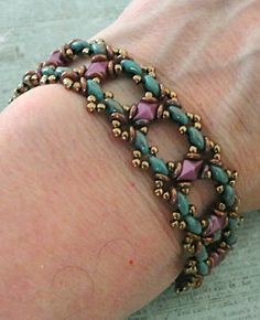 Linda's Crafty Inspirations: Bracelet of the Day: Ivy Bracelet - Turquoise & Berry