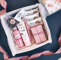 Handmade Valentine Gifts, Friend Valentine Gifts, Diy Valentine, Diy Christmas Gifts For Friends, Christmas Gift Box, Pink Christmas, Christmas Budget, Christmas Games, Christmas Presents