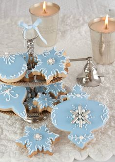 Blue Christmas, Beautifully Decorated Cookies ~ Cakes Haute Couture by Patricia Arribálzaga Christmas Sugar Cookies, Christmas Sweets, Noel Christmas, Christmas Goodies, Holiday Cookies, Christmas Baking, Christmas Cakes, White Christmas, Elegant Christmas
