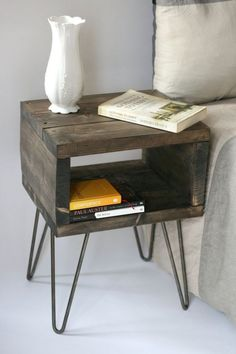 ᐅᐅ Hairpin Legs – Haarnadel Tischbeine kaufen haarnadelbeine diy Related posts: Spool Tables With Hairpin Legs DIY: Schreibtisch mit Hairpin Legs DIY Tisch mit Hairpin Legs bauen – DIY Möbel selbermachen Rustic Wood TV Stand Pallet Furniture, Furniture Projects, Furniture Plans, Rustic Furniture, Vintage Furniture, Vintage Wood, Bedroom Furniture, Diy Bedroom, Cheap Furniture