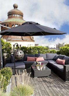Le parasol pour s'abriter à l'ombre / Sunshade, rooftop - Marie Claire Maison