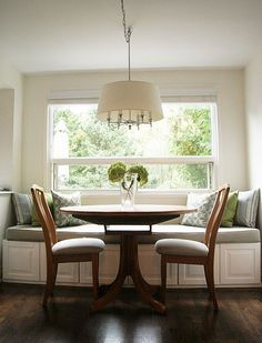 IKEA cabinets as a window seat. Love the whole window seat idea Kitchen Banquette, Banquette Seating, Kitchen Benches, Dining Nook, Dining Bench, Kitchen Seating, Booth Seating, Wall Seating, Kitchen Booths