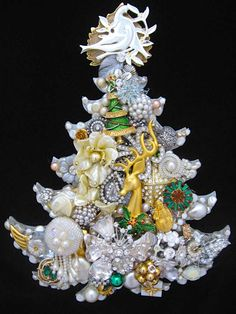 CJ Borden. Christmas Tree Vintage Jewelry Art - Jewelry Christmas Tree - Jewelry Wall Art - Christmas Decor by ArtCreationsByCJ on Etsy