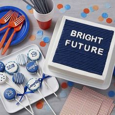 21 Awesome Graduation Party Decorations and Ideas: #19. BRIGHT FUTURE CAKE; #graduation; #graduationparty; #graduationpartyideas; #partyideas; #partydecor; #cakes