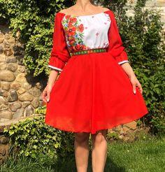 Rochie rosie cu motive florale - maci #ietraditionala #national #rochie #romania #traditional