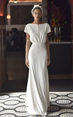 Getting married in Here are the new wedding dress trends to know now wedding dresses photo 2019 Une robe de mariée toute simple pour un mariage vintage – Lela Rose spring 2018 bridal wedding dresses photo 2019 Wedding Dress Trends, New Wedding Dresses, Formal Dresses, Vintage Wedding Gowns, Vintage Bridal, Club Dresses, Vintage Bride Dress, Silky Wedding Dress, Wedding Dress Designers