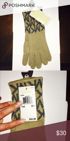 Brand🆕 Michael Kors Logo Gloves 🌼 Brand new with tags Michael Kors gloves. Perfect condition. Logo printed on top of gloves. Michael Kors Accessories Gloves & Mittens