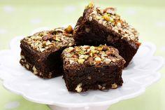 Diétás Csoki Brownie recept, ami isteni finom, tényleg csokis és lágy. Mindemellett tele proteinnel alacsony kalóriabevitel mellett. Kell ennél jobb?