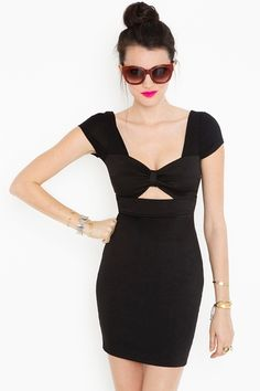 Next party I'll wear this dress. Probably add superb earrings and a vintage bag. Oh... yeah I won't forget killer heels :-)