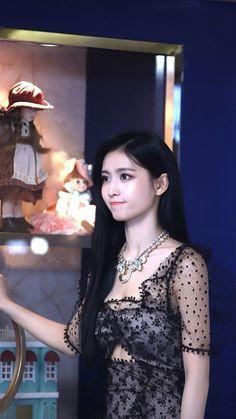 Asian Woman, Asian Girl, Girl's Day Yura, Twice Fanart, Twice Kpop, Tzuyu Twice, Hirai Momo, Girl Day, Nayeon