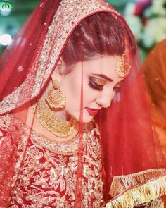 Photography tips Wedding bride hijab, Wedding bride and . Pakistani Bridal Makeup, Bridal Mehndi Dresses, Bridal Dress Design, Bridal Outfits, Bride Dresses, Shadi Dresses, Wedding Dresses, Indian Wedding Bride, Desi Wedding