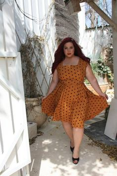 Plus size summer outfits are intended to be worn in warm weather. An informal or casual dress in lightweight fabric, mostly cotton, and loose fitting.