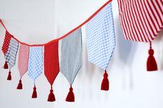 Girlanden  Wimpelketten - Wimpelkette groß Bommel 8 Wimpel Girlande - ein Designerstück von suedkind-shop bei DaWanda