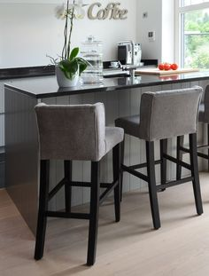 Counter Stools, Bar Stools, Stables Bar, New Kitchen, Kitchen Decor, Ideas Prácticas, Fancy Houses, Home Office Design, Home Furnishings
