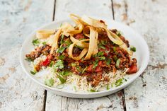 Jamies rauchiges Süßkartoffel-Chili mit knuspriger Tortilla Rezept | HelloFresh