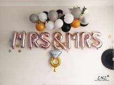 Brighten up any party with this foil balloons! Mr And Mrs Balloons, Black And Gold Balloons, Gold Letter Balloons, Rose Gold Balloons, Gold Letters, Foil Balloons, Balloon Banner, The Balloon, Diy Wedding