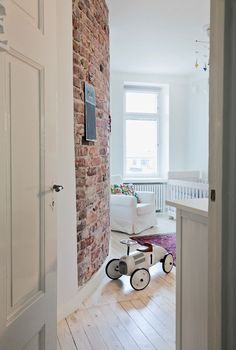 Valkoinen koti. Somewhere Over, Baby Family, Brick Wall, Cool Kids, Beautiful Homes, Kids Room, Sweet Home, Colours, Living Room