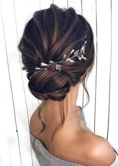 Gorgeous Wedding Hairstyles For The Elegant Bride Gorgeous Wedding Hairstyles For the Elegant Bride - Updo Bridal hairstyle Featured Hair Stylish : mpobedinskaya. Wedding Hairstyles For Long Hair, Elegant Wedding Hairstyles, Easy Hairstyles, Gorgeous Hairstyles, Hairstyles For Dresses, Updo Hairstyles For Bridesmaids, Wedding Hair Updo, Hair Styles For Wedding, Floral Wedding Hair