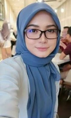 Hijabeauty Stylish Hijab, Hijab Chic, Muslim Girls, Muslim Women, Simple Hijab Tutorial, Siti Nurhaliza, Hijab Fashion, Girl Fashion, Video Hijab
