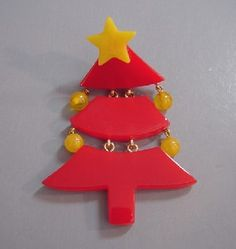 Schultz Christmas tree pin with repurposed Bakelite #CondaDouglas note: another easy pin to make, great pattern.