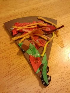 Pour réinvestir de façon ludique le lexique des aliments, chacun crée sa pizza en nommant les aliments qu'il souhaite utiliser pour sa composition.