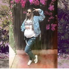 #beyonce poses with baby bump. The twins must be having so much fun. #celebs #celebrities #celebrity #celebritykids #heraldentertainment #naija #nigeria #bae #bey #queenbee #twins #pregnancy #babybump #flexing http://tipsrazzi.com/ipost/1507863589066462784/?code=BTtAfH8DVZA