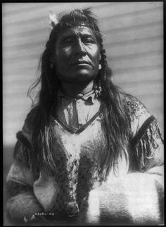 New Chest, Piegan (Blackfoot) - Curtis - 1910 Native American Pictures, Native American Beauty, Native American Tribes, American Indian Art, Native American History, Native Americans, Native Indian, Native Art, Cherokee Indian Women