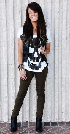 Spice up your wardrobe with a little bit of grunge. Look Rock, Rock Style, Style Me, Estilo Fashion, Look Fashion, Fashion Outfits, Womens Fashion, Teen Fashion, Rocker Girl