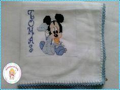 Fralda bordada ponto cruz Mickey baby