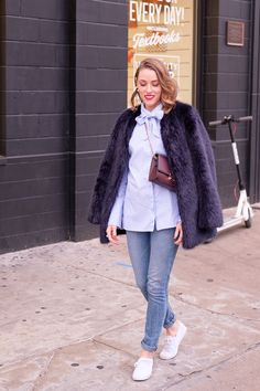 Three Timeless Pieces You Should Have in Your Closet - Gold Lion Style Classic Fashion, Classic Outfits, Timeless Fashion, Classic Style, Keds Sneakers, Cute Sneakers, White Keds, Winter Outfits, Summer Outfits