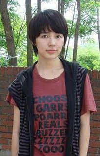Yoon Eun Hye plays adorable tomboy Go Eun Chan in Coffee Prince Korean Actresses, Korean Actors, Actors & Actresses, Girl Short Hair, Short Hair Cuts, Short Hair Styles, Dramas, Blue And White Jeans, Princess Hours