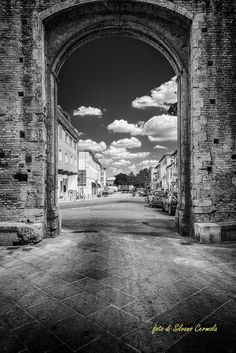 Uscendo da Porta Pispini - Foto di Silvano Cermola su 500px - http://500px.com/photo/80823375/siena-by-silvano-cermola - #Siena #Toscana #PortaPispini