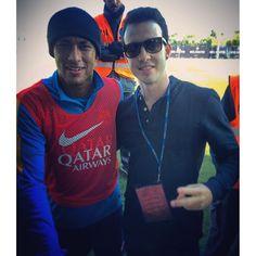 """23.10.2015 Neymar & Fan bei Training #repost #instagram @danie10liveira ••• Poucos caras eu chamo de """"ídolo"""". Esse é um deles! Valeu demais Ney!!!"""