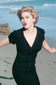Madonna looks so beautiful here. Lovely song too and the video has mermaids, what more can you ask for :-) Madonna Albums, Madonna Music, Madonna 80s, Lady Madonna, Madonna Hair, Divas, Michigan, Madona, Madonna Pictures