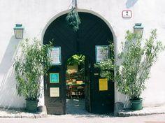 Mayer am Pfarrplatz Restaurant, Vienna Austria, Travel Bugs, Eastern Europe, Destinations, Gardening, Alone, Diner Restaurant, Lawn And Garden