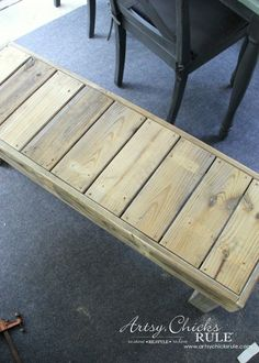Simple DIY Outdoor Bench - SO easy!!! - #diy #outdoorbench #outdoorfurniture #diybuild artsychicksrule.com