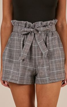 All Rounder Shorts In Grey Check Produced Allrounder Shorts in grau kariert Cute Summer Outfits, Short Outfits, Short Dresses, Casual Outfits, Cute Outfits, Modest Fashion, Fashion Outfits, Fashion Tips, Fashion Trends