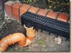 A Guide to the uses of Linear Drainage Systems and their installation Backyard Drainage, Landscape Drainage, Backyard Patio, Backyard Landscaping, Outdoor Projects, Garden Projects, French Drain Installation, Drainage Installation, Drainage Grates
