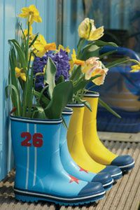 Unique Garden Planters and Displays. Such a good use for my old boots with holes in them!