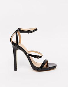 €80, Schwarze Leder Sandaletten von Head Over Heels. Online-Shop: Asos. Klicken Sie hier für mehr Informationen: https://lookastic.com/women/shop_items/203021/redirect
