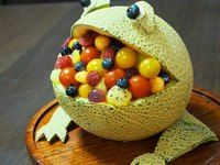 A Hungry Frog-Shaped Melon Bowl Dessert Recipe by cookpad.japan - Cookpad